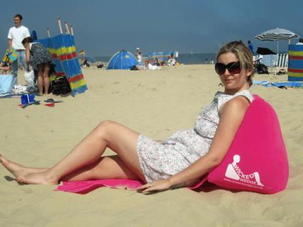 Praktische Strandmatte mit Rückenlehne